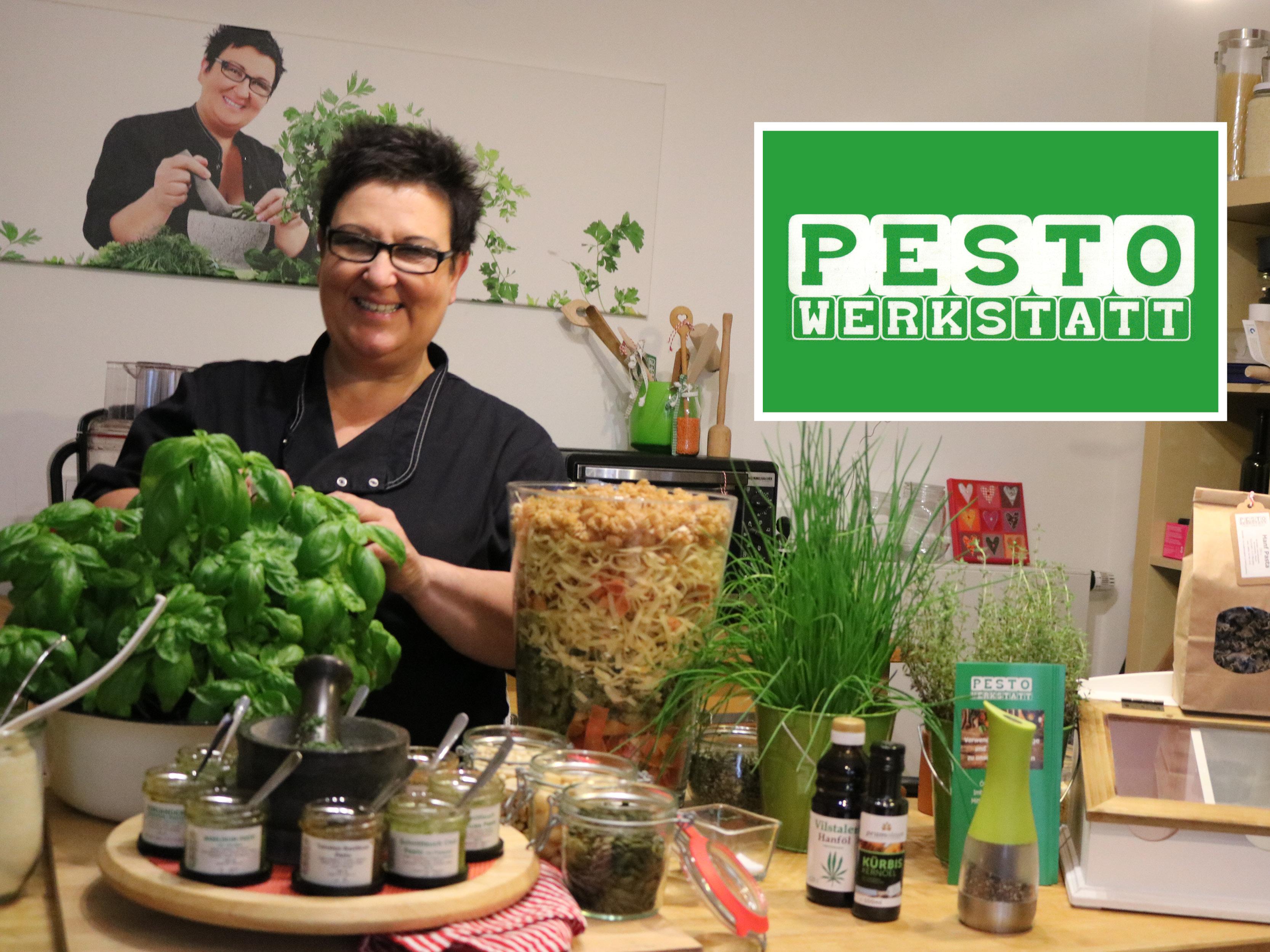 Inhaberin Uschi Watzl in ihrer Pesto-Werkstatt.